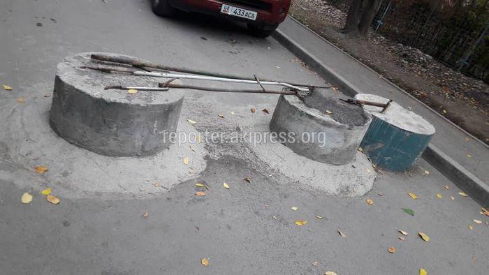 Законно ли перекрыли внутридворовую дорогу в 11 мкр?