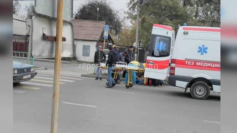 В Бишкеке на пешеходном переходе сбили пешехода. Фото