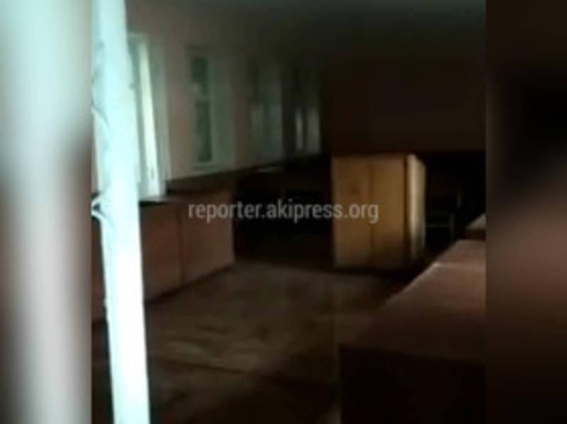 В здании Первомайского районного суда прорвало трубу, судебные процессы отменены (видео)