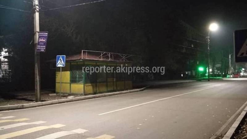 На Акиева-Манасчы Сагынбая установили павильон. Законно ли?