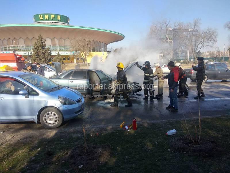 Видео — В Бишкеке сгорела «Ауди»