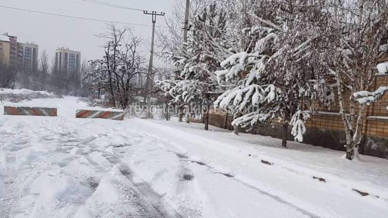 Жители домов возле Генпрокуратуры самостоятельно перегородили дорогу жалуются местные жители
