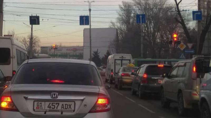 Водители интересуются, почему убрали знаки, разрешающие поворот со второй полосы? (фото и видео)