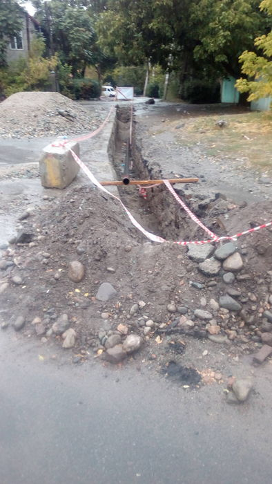 Недавно отремонтированную дорогу на ул.Ростовской в Бишкеке вскрыли, - читатель (фото)