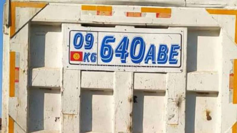 На Жукеева-Пудовкина замечен грузовик с разными госномерами: основным и дублирующим (фото)