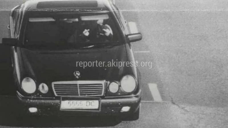 Водитель «Мерседеса», нарушая ПДД, показал средний палец (фото)