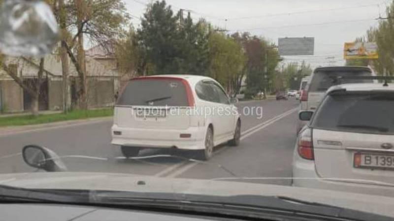 В Бишкеке на Ахунбаева-Юнусалиева водитель «Хонды» выехал на встречку (фото)