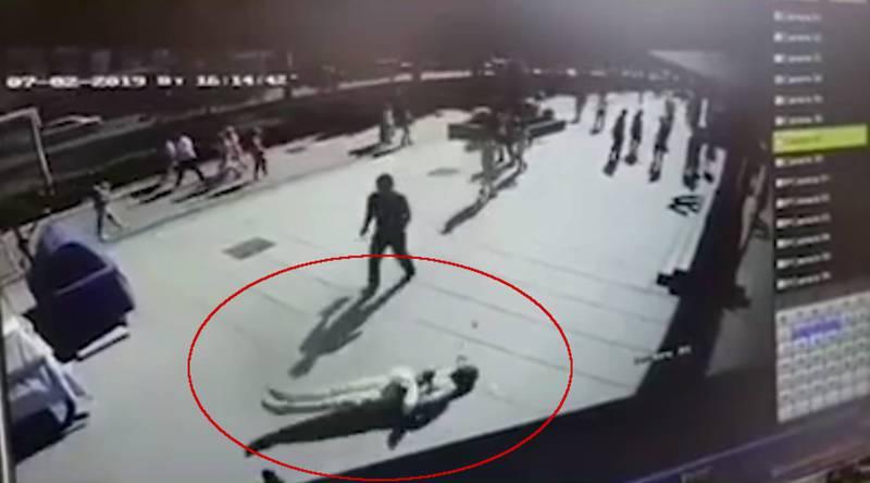 Конфликт Абубакара с ударившим его парнем попал на видео