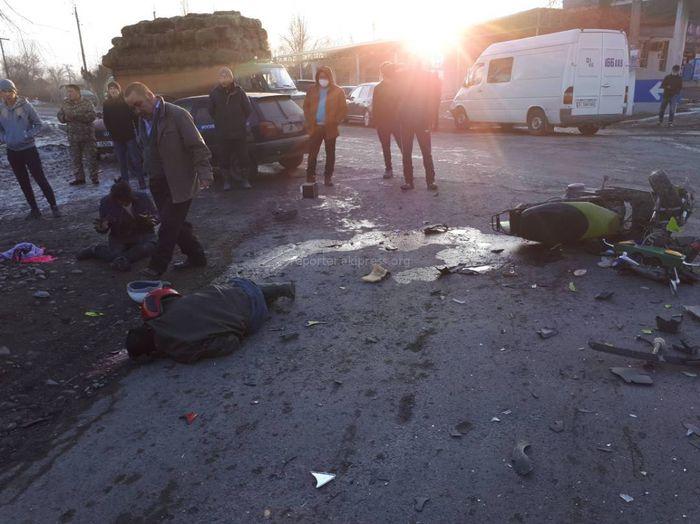 В Московском районе маршрутка сбила скутер, есть пострадавшие <i>(фото)</i>