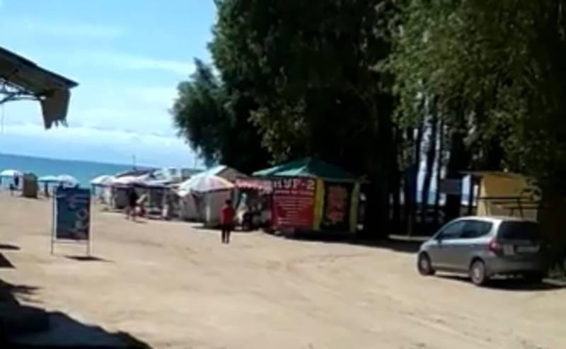 Житель Иссык-Куля просит отдыхающих не откладывать поездку на озеро из-за прогноза погоды (видео)