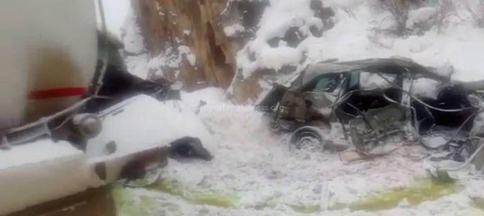 <b>Видео</b> с места ДТП в ущелье Чычкан, где погибли 4 человека