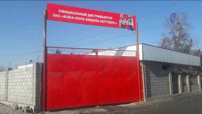 «Кока-Кола Бишкек Боттлерстин» Оштогу дистрибьютеринин короосунда таштанды өрттөлүүдө (видео)