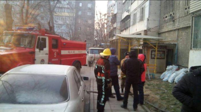 В электрощитовом помещении на улице Боконбаева в Бишкеке произошел пожар (фото)