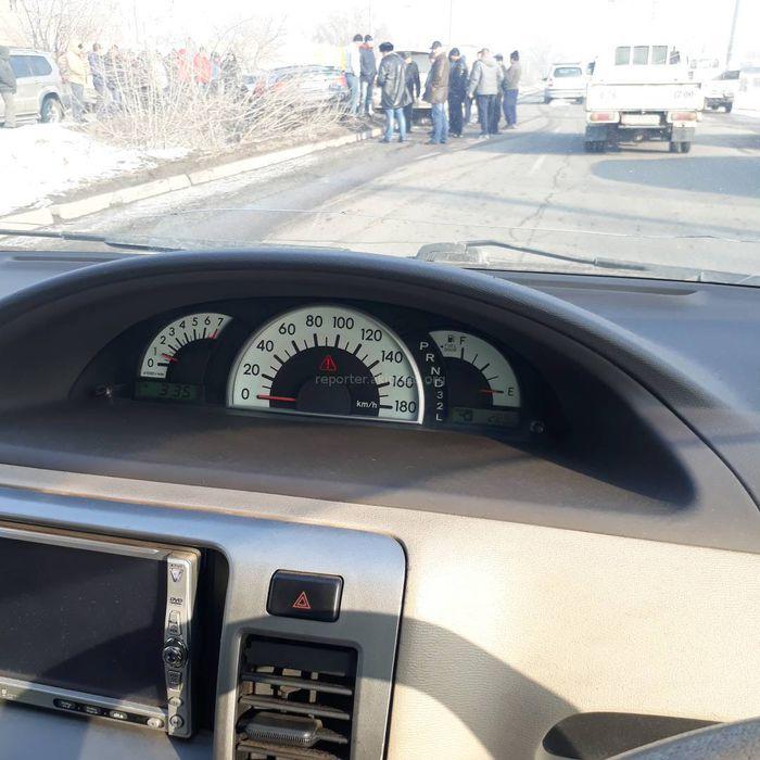 В жилмассиве Ак-Орго произошла авария с учатием Lexus и BMW, - очевидец (фото)