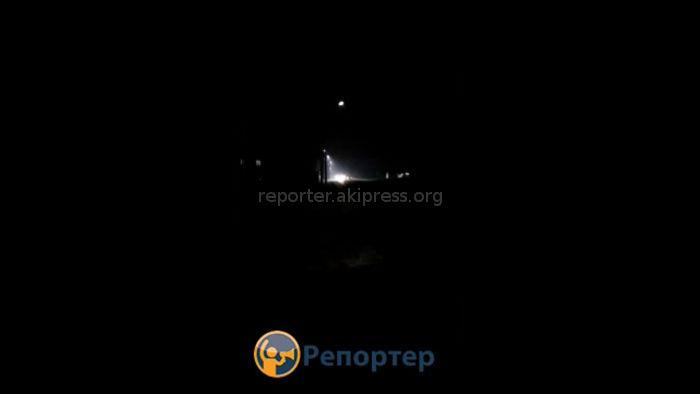 В жилмассиве Ак-Орго на ул.Лущихина начали моргать прожектора (видео)