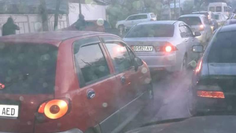 Фото — Пробка на улице Кулиева