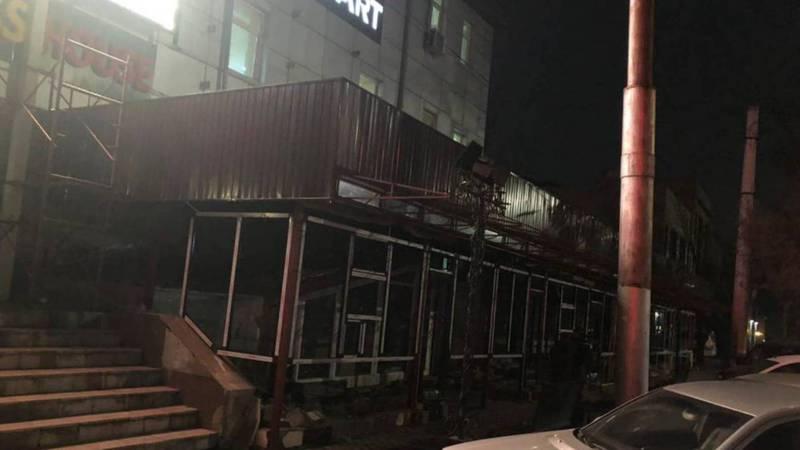 Законно ли ведется пристройка к здании на Байтик Баатыра-Кулатова?