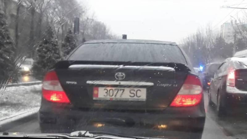 На «Тойоту» установлены подложные номера?