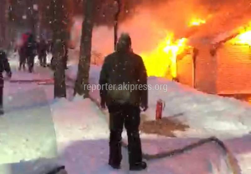 В коттеджном городке Ski Paradise близ горнолыжной базы сгорела баня
