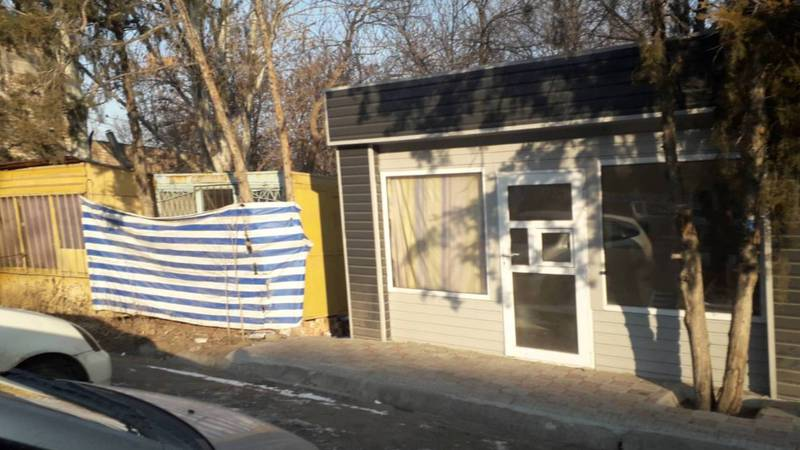 Законно ли установлен павильон на ул.Айни возле БНИЦТО?