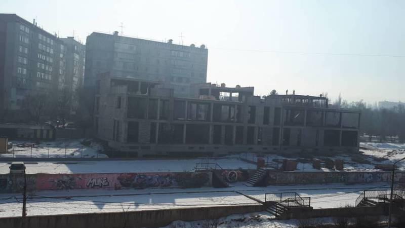 Бишкекчанка интересуется, что строят между 5 и 6 мкр возле селеотводного канала? Фото