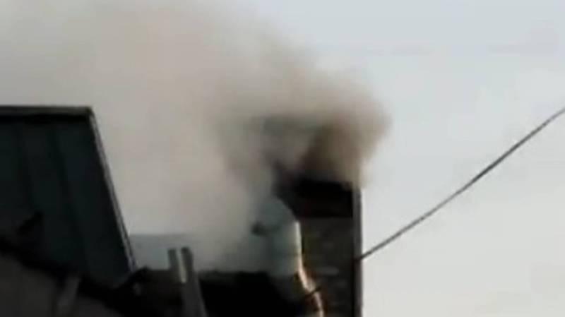 Чайхана «Тоос Көл» в жилмассиве Кара-Жыгач загрязняет воздух выбросами от котельной. Видео