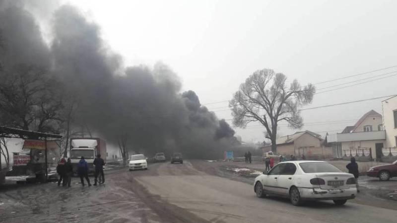На юге Сокулука горит торговая точка. Видео, фото