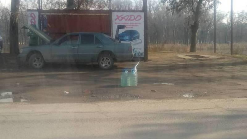 Возле рынка «Дордой» незаконно торгуют ГСМ. Фото