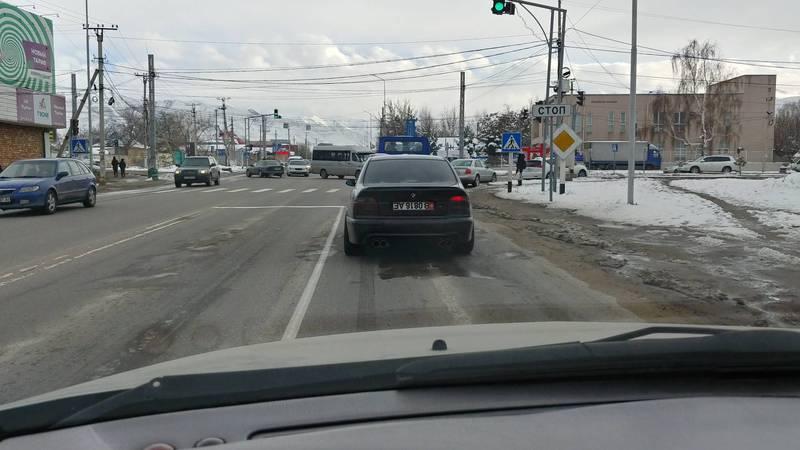 В Бишкеке замечен «БМВ» с перевернутыми номерами, по Carcheck за госномером числятся штрафы на 45 тыс. сомов. Фото