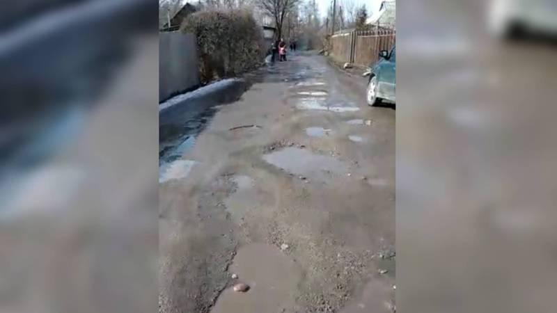 В селе Новопокровка дороги в плохом состоянии, - жительница