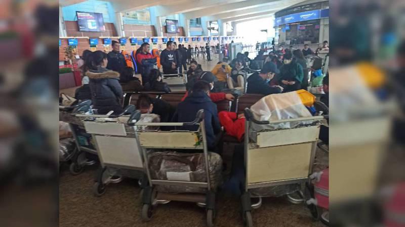 Более 100 кыргызстанцев застряли в аэропорту «Шереметьево»