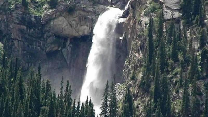 «Чаша Манаса», «Слезы барса». Красота водопадов в Барскоонском ущелье. Фото