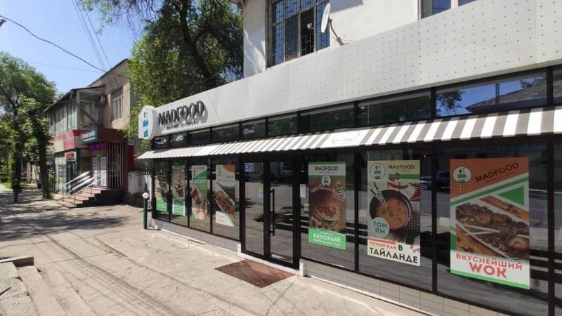 Бишкекчанин жалуется на вытяжку кафе Madfood. Фото и видео