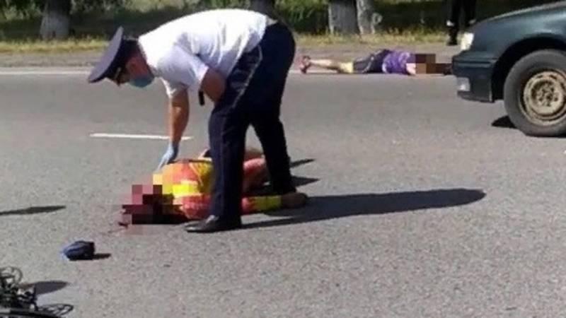 По дороге в аэропорт сбили велосипедистов. Видео