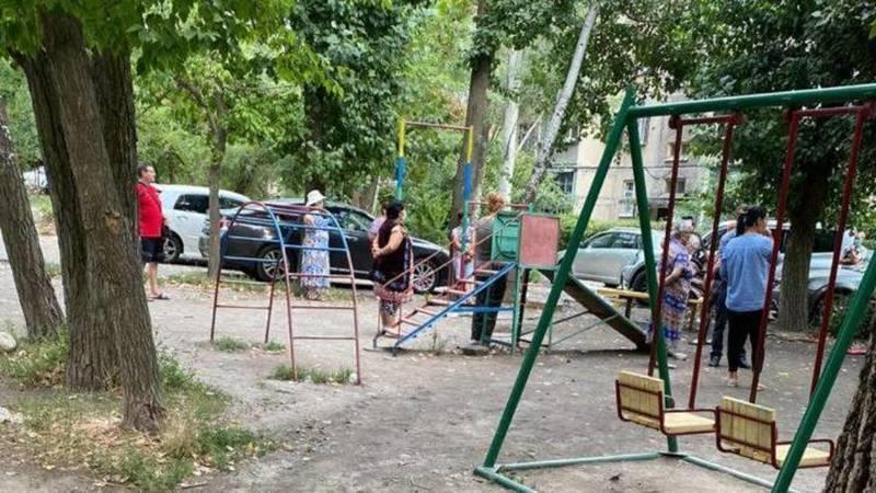 Можно ли во время пандемии коронавируса проводить в Бишкеке еженедельные собрания жителей? - горожанка