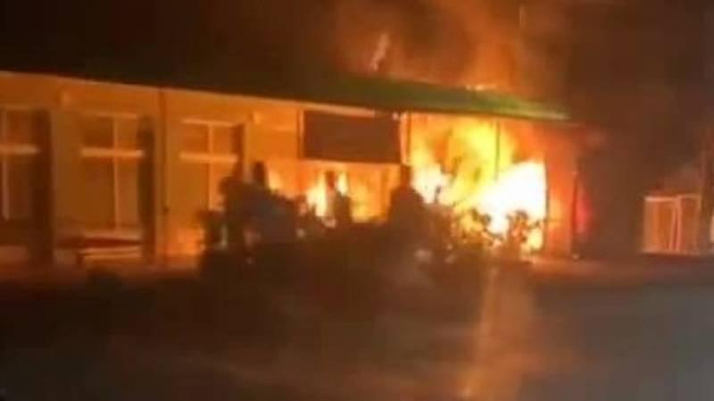 В Оше загорелось кафе «Океан». Видео очевидца