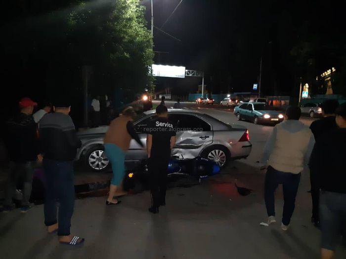 В западной части Бишкека столкнулись «Форд Мондео» и мотоцикл Kawasaki <i>(фото)</i>