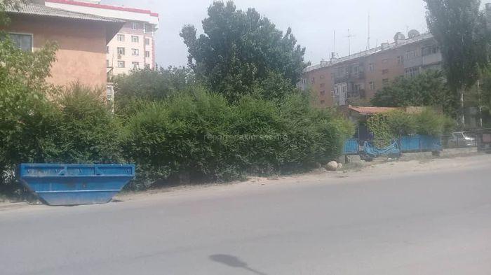 Жительница Оша просит вернуть на место мусорный бак на участке ул.Осконалиева (фото)