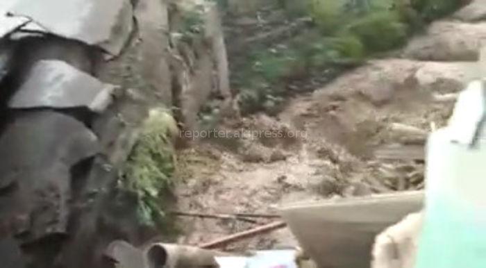 В Ноокате селевые потоки разрушили часть моста <i>(видео)</i>
