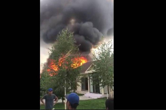 Крупный пожар в пансионате «Лагуна сити». Есть пострадавшие <i>(видео)</i>