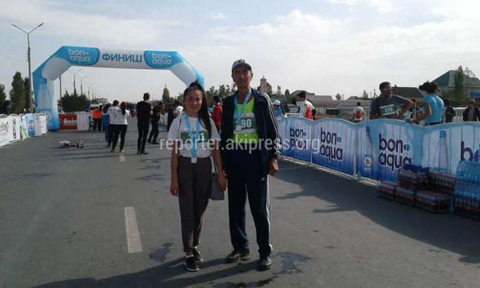 Арал айылынын жашоочулары Бишкектеги Айтматовдун 90-жылдыгына арналган марафонго катышышты