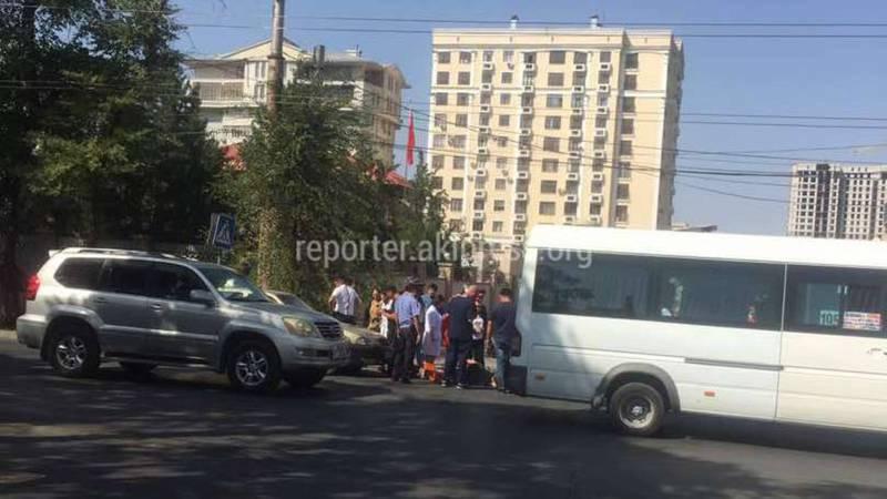 На Тыныстанова-Московской таксист сбил женщину