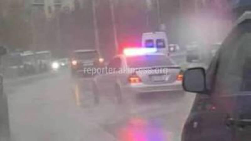 Дрифт от водителя тонированного «Мерседеса» со спецсигналами. Видео