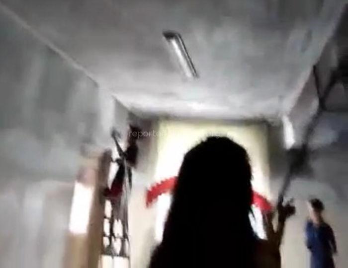 В школе №2 города Шопоков произошел пожар, дети отмывали черные и обгоревшие стены, - читатель <i>(видео)</i>