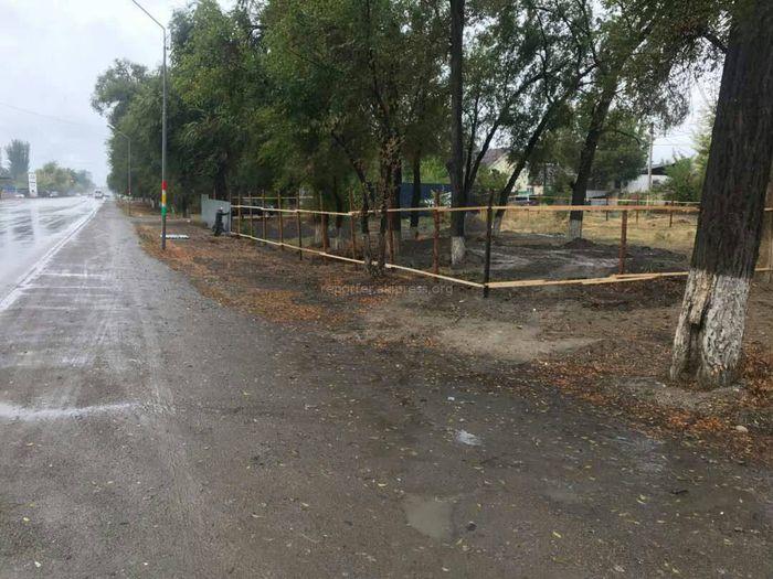 Что будет построено на зеленой зоне вдоль ул.Курманжан Датки в районе поворота в жилмассив Энесай? - читатель (фото)