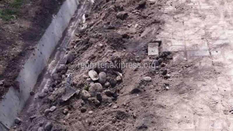 В Бишкеке на Тыныстанова-Чуйкова разрушают отремонтированную улицу, - житель (фото)