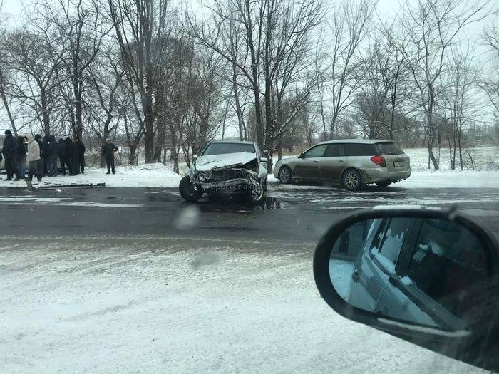 На объездной трассе столкнулись 2 машины <i>(фото)</i>