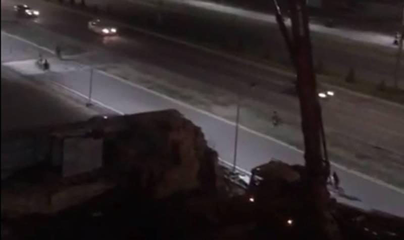 На пересечении Южной магистрали и улицы Бакаева ведутся строительные работы до 24:00