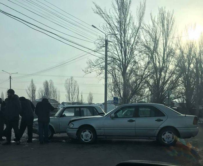 В Бишкеке на П.Лумумбы-Профсоюзной произошло ДТП (фото)