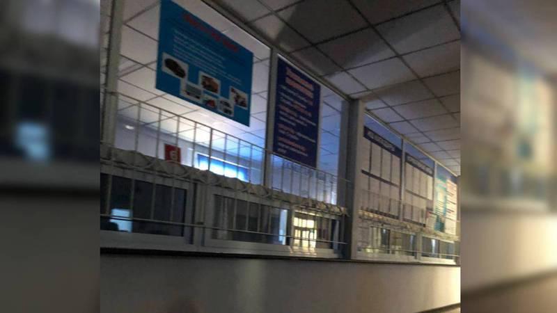 В ДРТС на авторынке «Риом» из-за отсутствия света заставили людей ждать (фото)